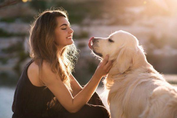 mulher-com-cachorro